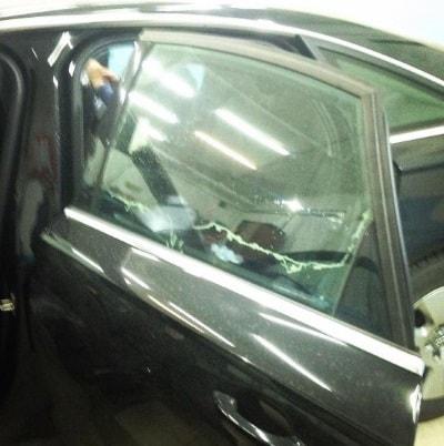 Фото процесса растонировки стекол авто